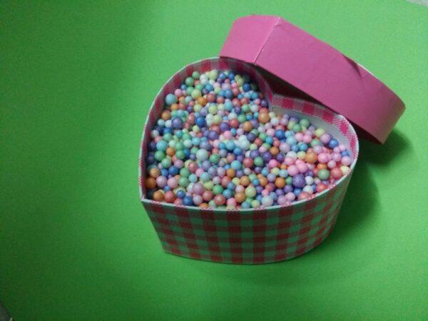 Hộp quà trái tim hạt xốp màu ( đủ màu ) size 35x10